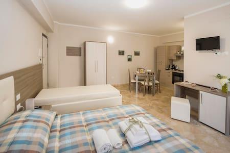 """Elegante Appartamento """"Lo Scudo"""" a Gioia dei Marsi"""
