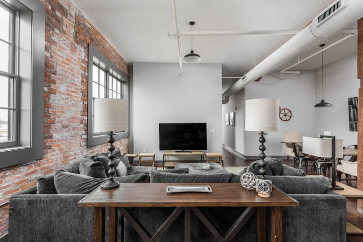 Naptown Rooftop Penthouse - Heart of Downtown 301