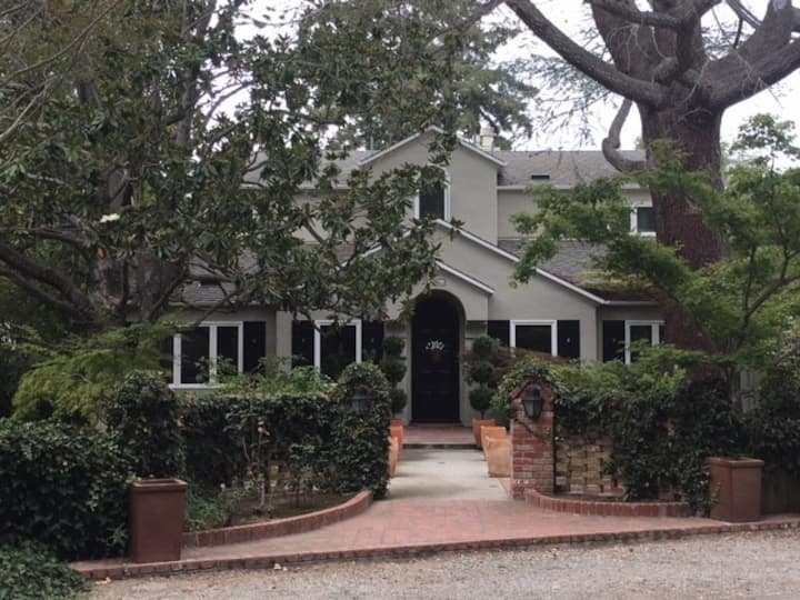 Committed to Clean, WFH-Friendly Menlo Park Home