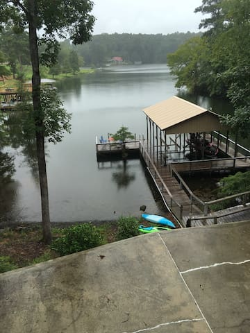 Family style living on Lake Jordan