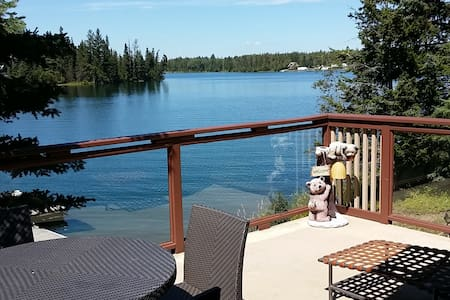 Lakefront Cottage on Sheridan Lake