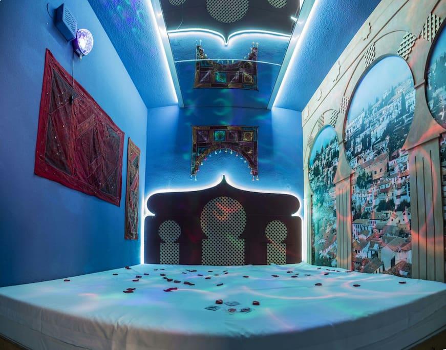 9 secrets, el primer hotel para parejas o viajeros atrevidos,camas XXL, espejos en el techo,música Suite con Jacuzzi,descansa en la habitación del terror o en el mundo de las Hadas.  habitaciones temáticas que no os dejaran indiferentes.Os esperamos