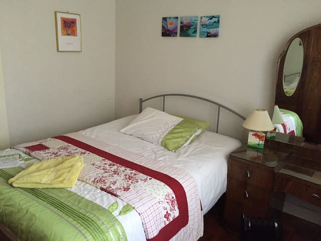 Double Bedroom with friendly family vibe. - Heidelberg Heights