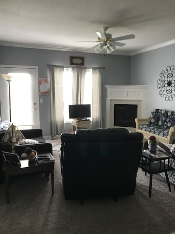 Cozy Corner Condo on lower level close to Shopping