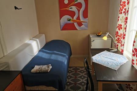 Möblerat studentrum med wifi och kylskåp!