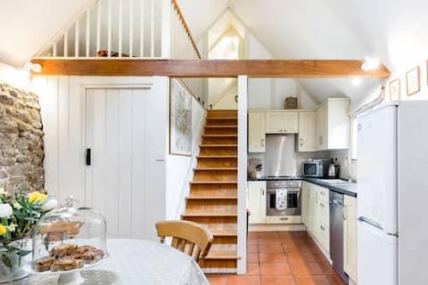 Ubytujte sa v Surrey Hills v Charming Barn Conversion