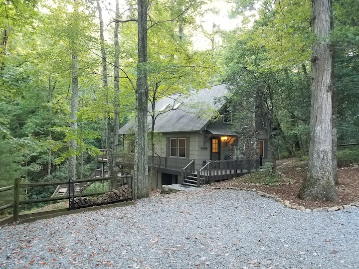 Charming Mountain Cottage - Connestee Falls