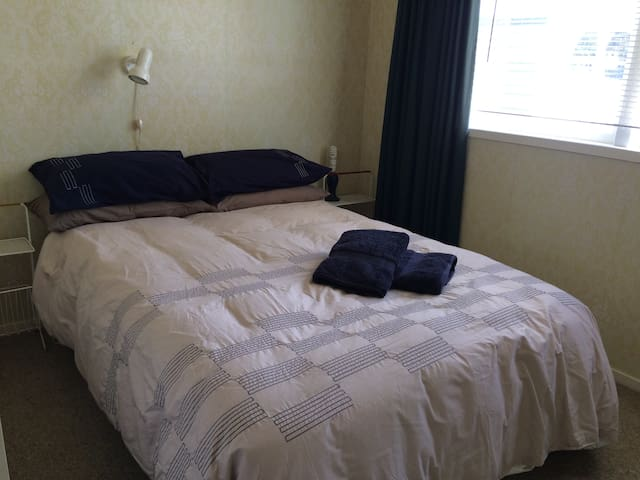 Bed 1 (Double bed)