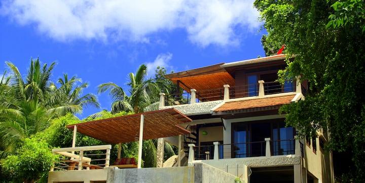 Gorgeous sea view villa with pool