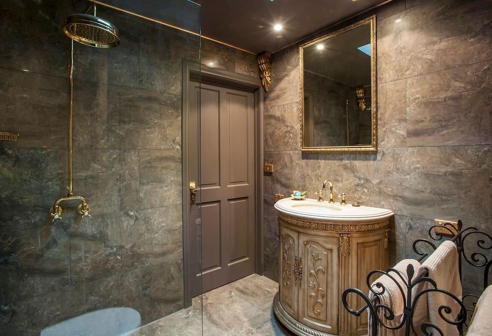 An indulgent big shower in an elegant bathroom