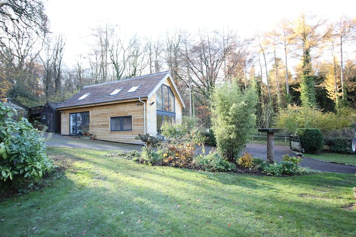 Surrounded by woodland 10mins from Bristol Airport