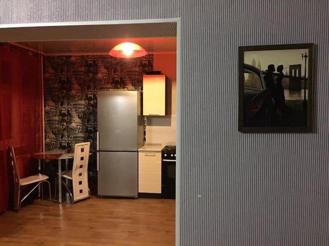 """Уютная квартира-студия в """"Изумрудном"""""""