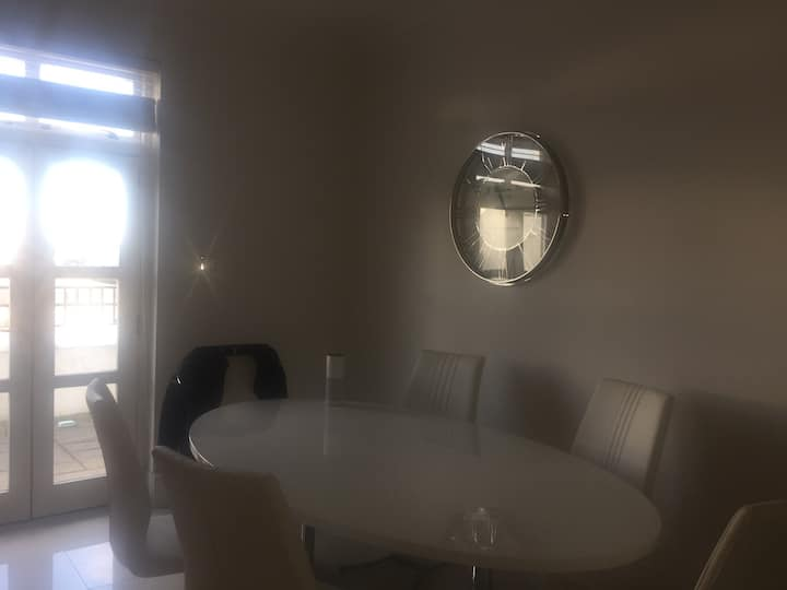 High Ceilings beautifully furnished Apartment