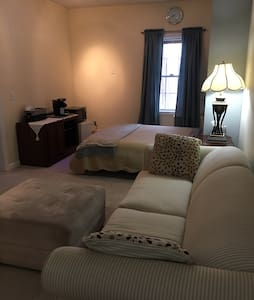 Home away from home - Worcester - Townhouse