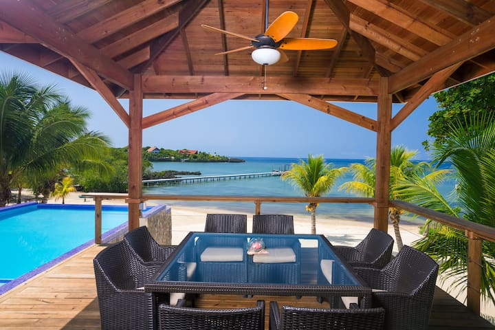 Private beach/Infinity pool/Spacious Island Luxury
