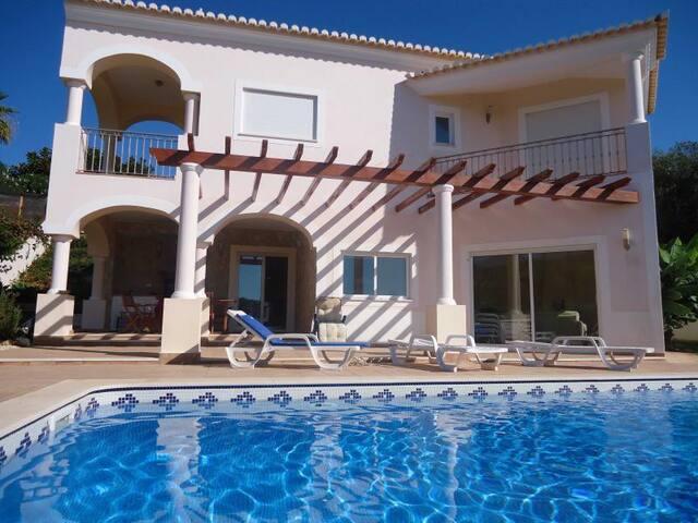 Well-priced luxury villa, 5 mins walk from beach