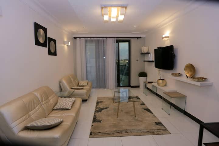 2BR2B*wifi*pool*gardens modern vacation apartment