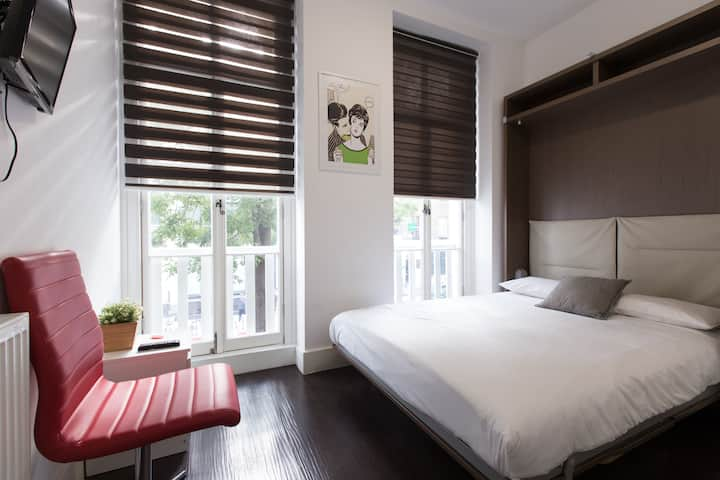 Charlotte Rooms by DC London Rooms R2