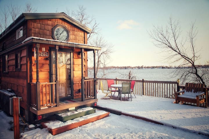 *Bless This* TINY HOUSE on peaceful Minnesota Lake