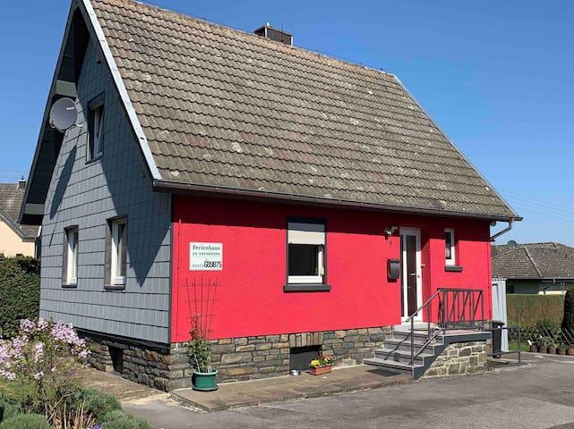 Hannis Ferienhaus - Landurlaub in der Eifel/Rursee