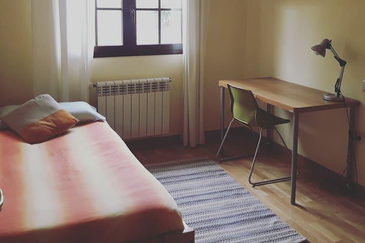 Habitación en cómodo chalet