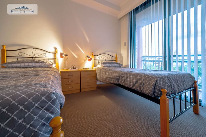 GLAMOROUS  ROOM SHARE IN PYRMONT