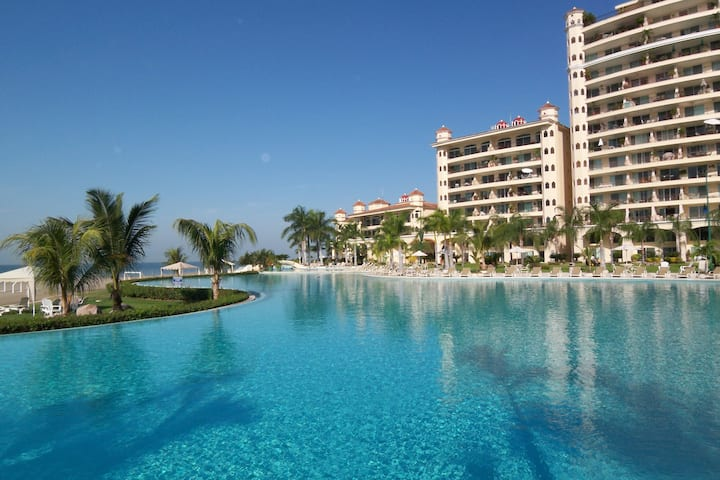 Bay View Grand 2BR Oceanfront Condo D1202