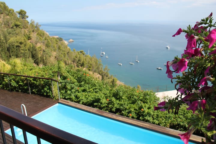 Dependance with sea view in Taormina