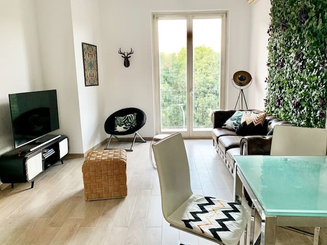 Fully renovated room close to Design District
