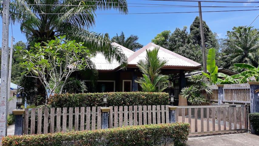 great Holiday Villa close to the Tub Kaek beach