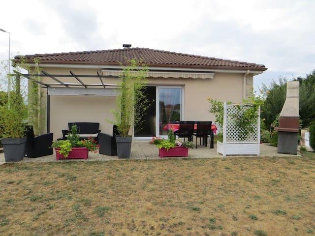 Belle maison moderne et style épuré - Limoges - Dům