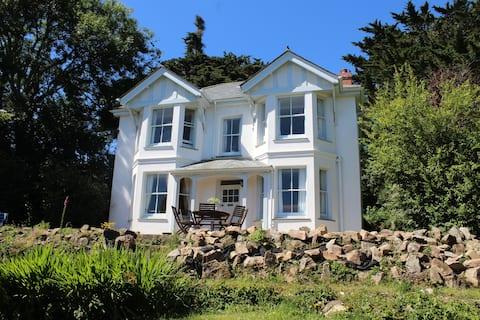 4-bed Victorian house, close to beaches
