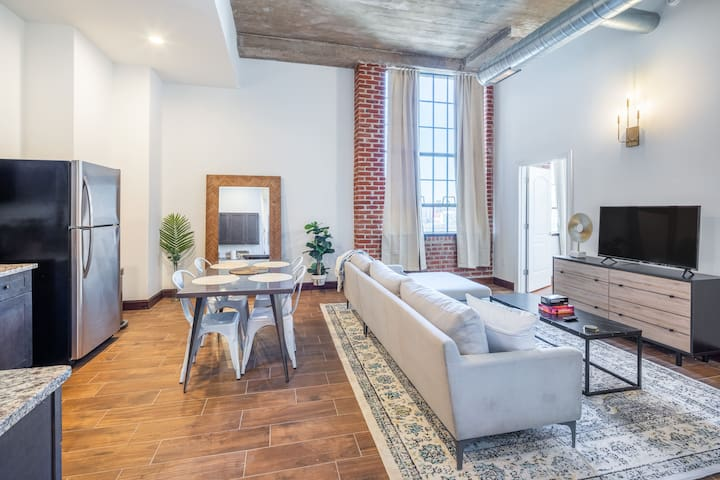 Breathtaking 2BR Penthouse w. Free Parking