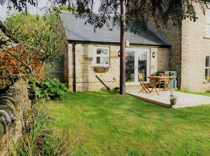 Moorside.Cosy country hideaway in pretty village.