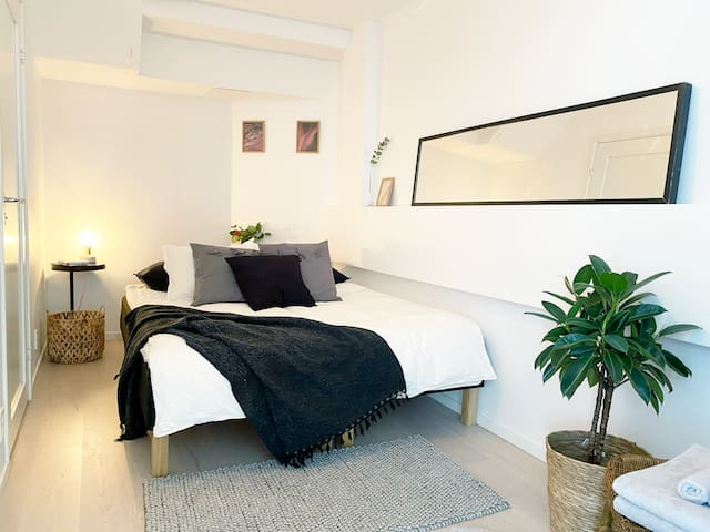 The bedroom with a double bed configuration. The beds can also be separated.