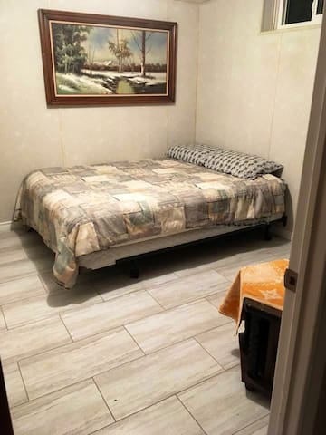 ~Relaxing cozy welcoming home in East Regina~