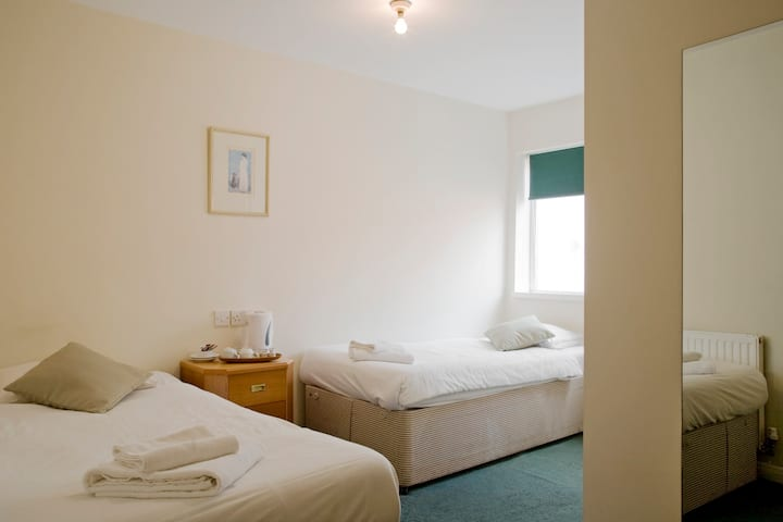 CENTRAL BIRMINGHAM TWIN ROOM IN B AND B