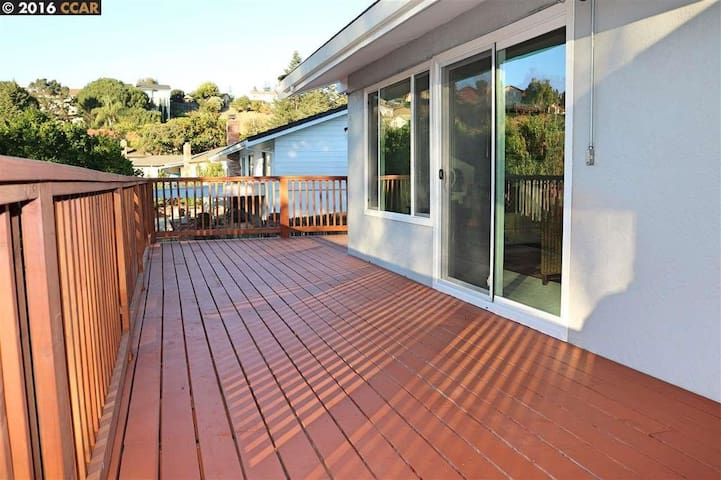 Large Happy Home - El Sobrante