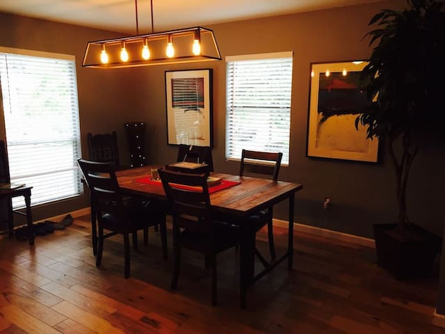 Artsy SoCo Bungalow!! (Single Room) - Austin - House