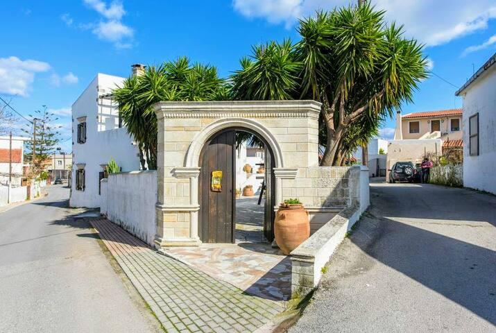 The entrance to Villa Veneziano!