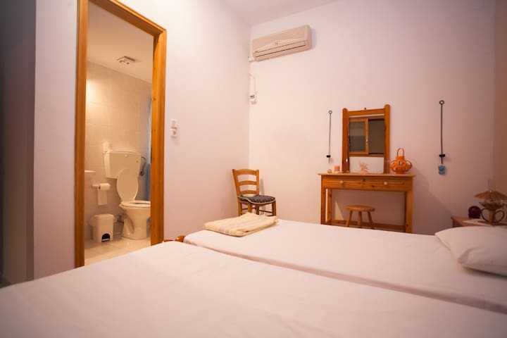 Apartment with Bathroom - Lagkada