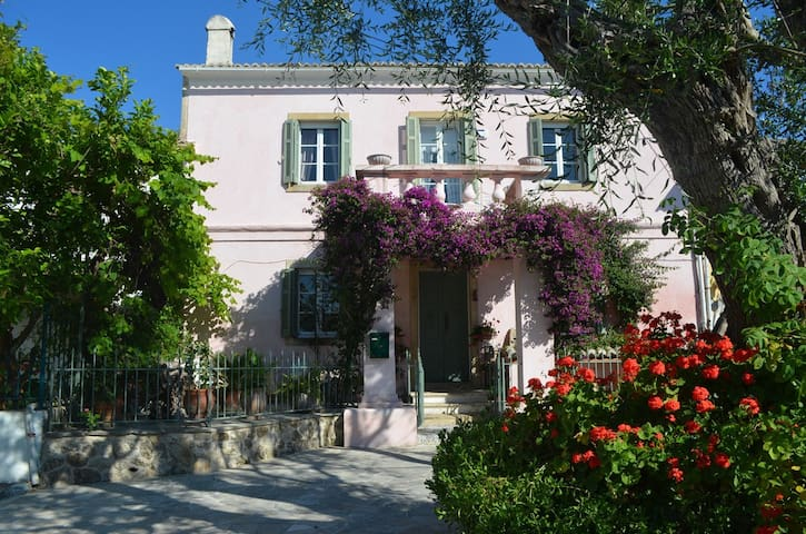 The Gardeners House - 'Prestige Villas of Corfu'