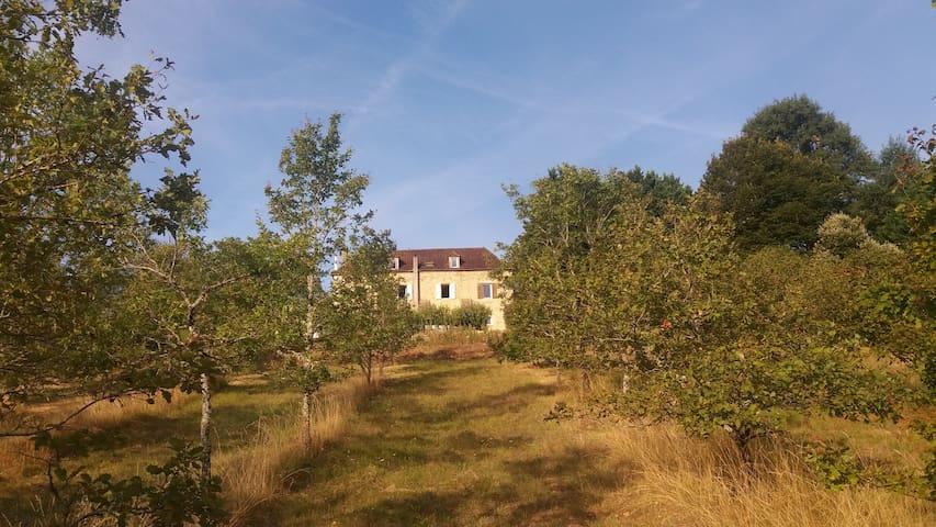Maison de la Grèze chambre ds maison-forte du 19em - Les Farges - House