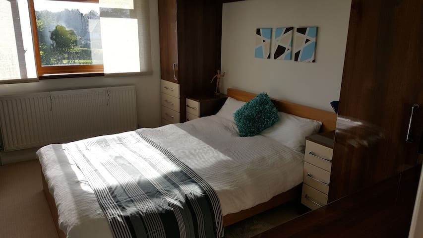 Double room Horsham, parking, 5 mins walk to town