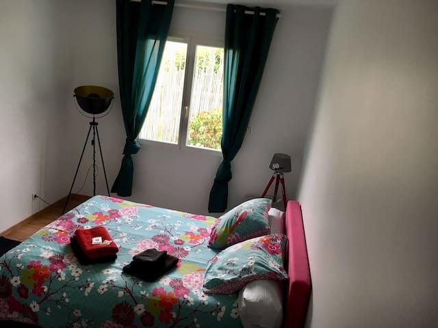 Chambre et salle de douche privée proche Bordeaux