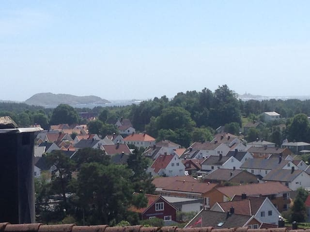 Mandal, Home with wiew close to city and the beach