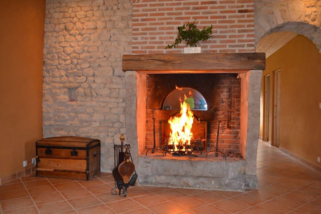 Le séjour avec cheminée