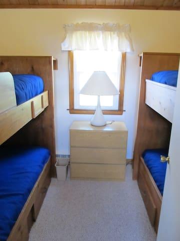 Bunk Room (4 Beds)