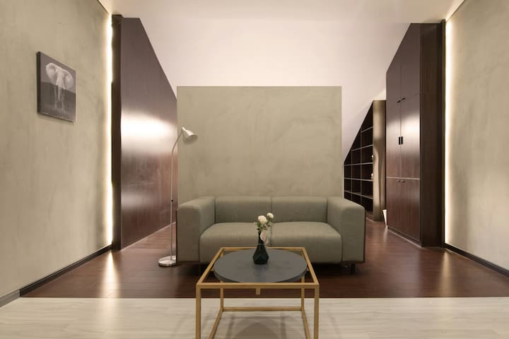 {A.live} King Bed Modern Apartment Nanjing Road