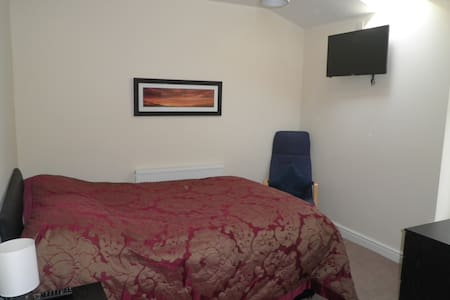 Great place to explore Manchester. - Urmston - Bed & Breakfast